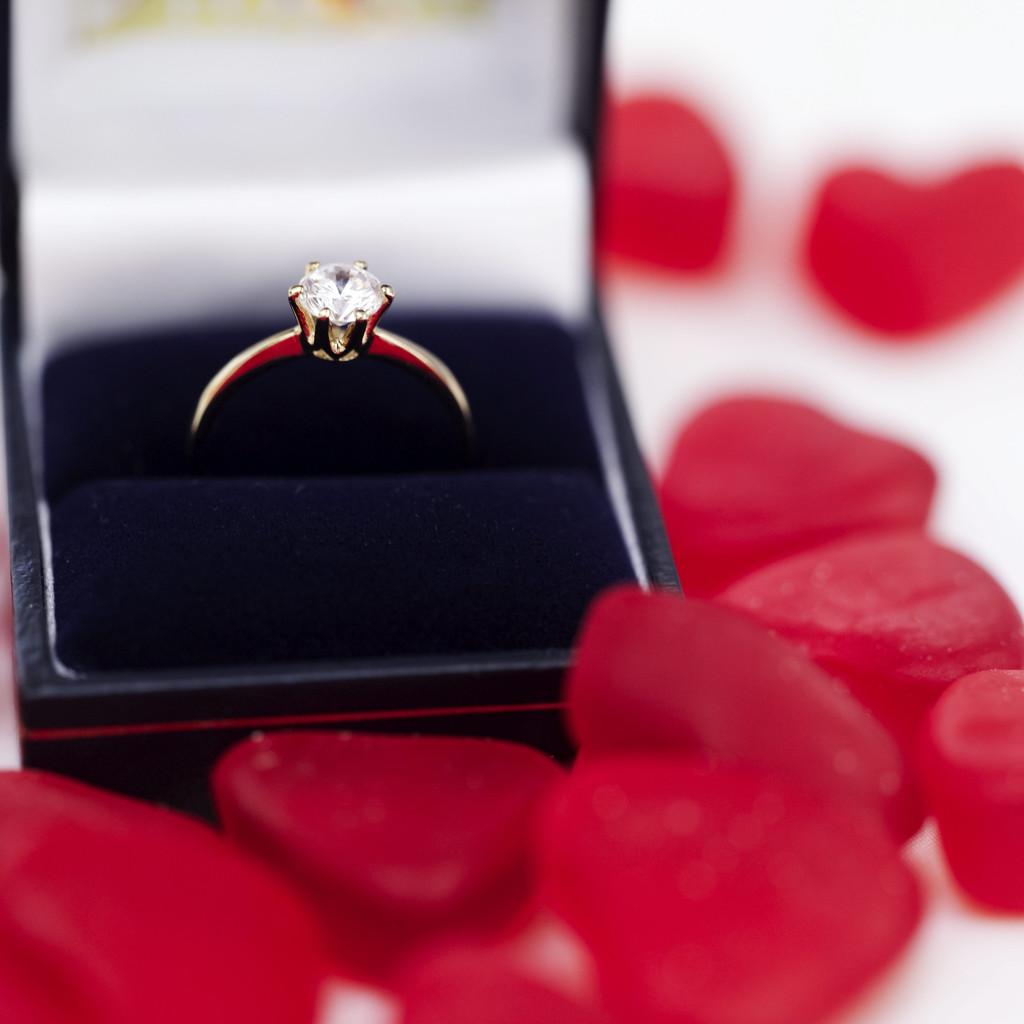 Статус мне подарили кольцо